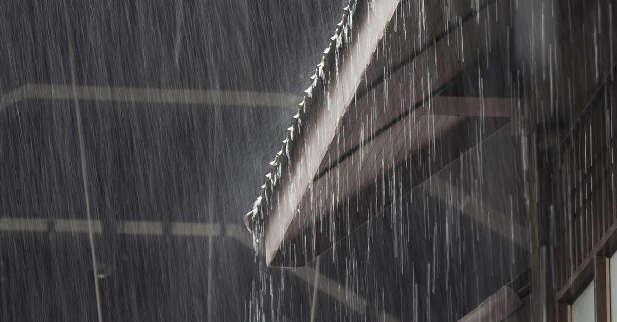 Regn på hustak